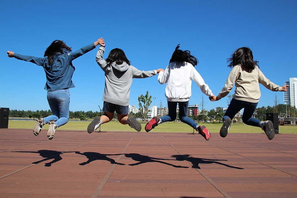 run-1321278_960_720.jpg girls jumping pixabay